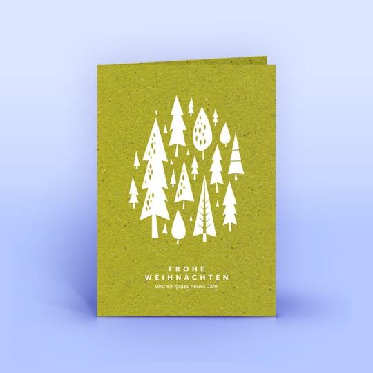 Weihnachtskarte weiße Bäumchen im Wald auf Graspapier